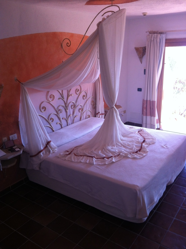 The stunning bed in a suite room at the Capo D'Orso