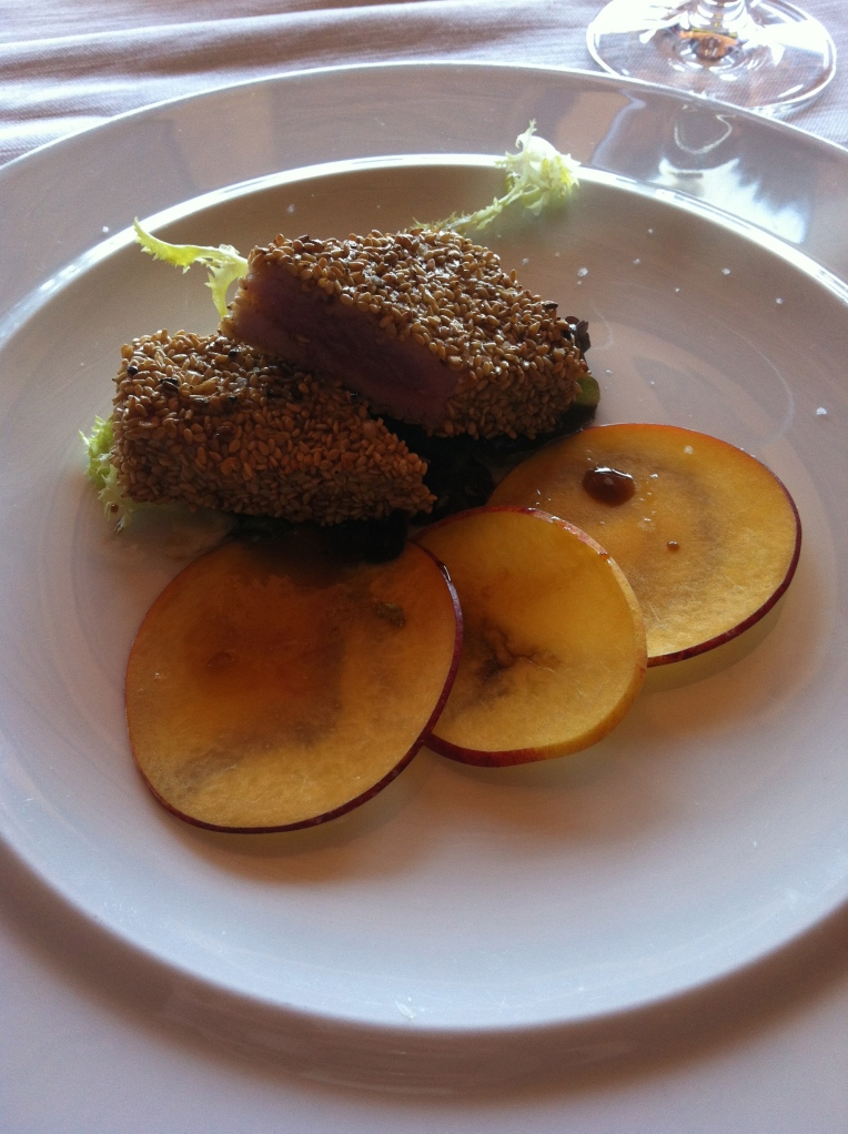 Wining and dining (again!) Our 5 course lunch started with tuna pan fried with sesame seeds and served with mango slices. WOWzas