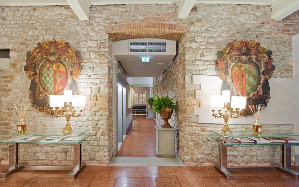 hotel-brunelleschi-lobby-florence