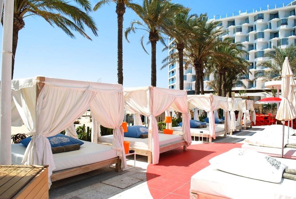 Ushuaia-Ibiza-beach-beds