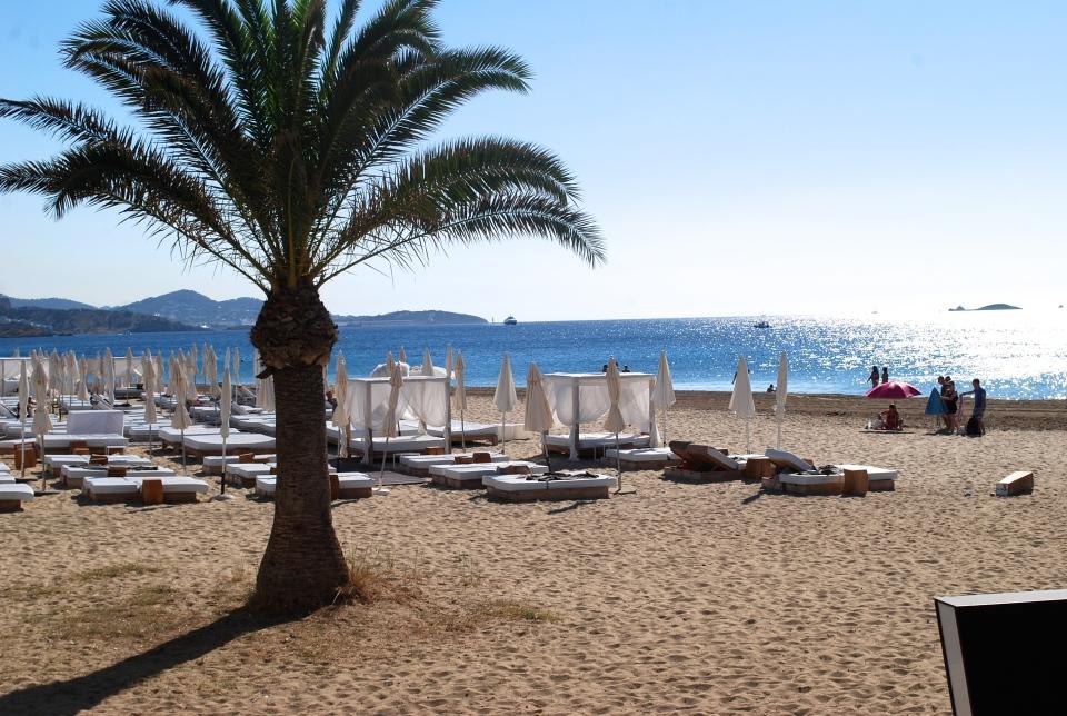 Ushuaia-Ibiza-playa-den-bossa