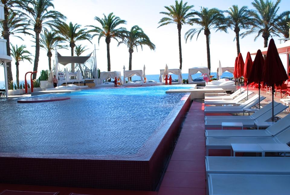 Ushuaia-Ibiza-pool-area-3