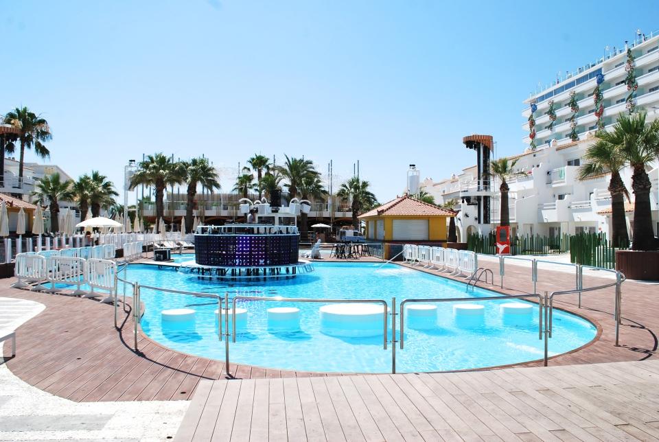 Ushuaia-Ibiza-pool