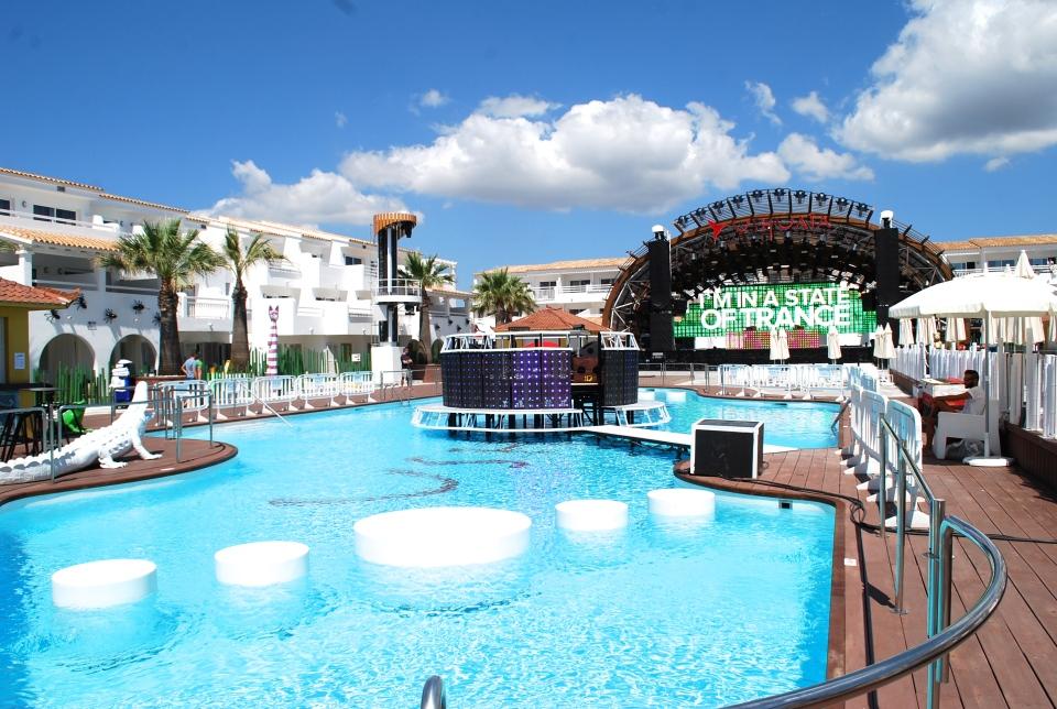 Ushuaia-Ibiza-pool2